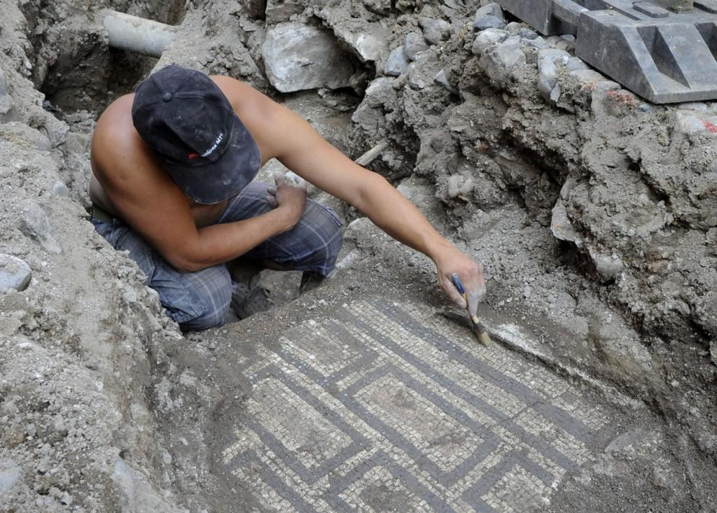 Mendrisio: scoperta di un mosaico risalente all'epoca romana.