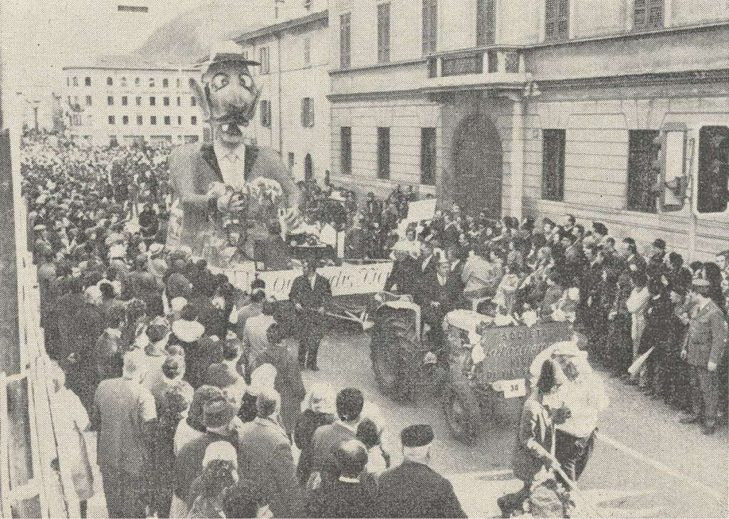 """Carro dal titolo """"Quo vadis Ticino"""", del rione """"Maccaroni"""""""