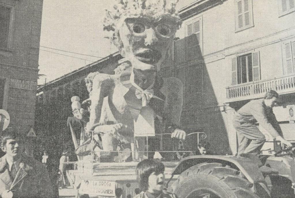 """Al secondo posto si è classificato il carro """"La droga e i droghieri"""", dell'oratorio di Stabio. Questo carro ha partecipato con successo anche al Carnevale di Bellinzona e di Varese."""
